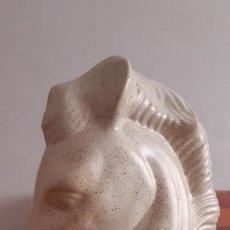 Antigüedades: CABEZA DE CABALLO DE CERÁMICA, 30 CMS. DE ALTURA.. Lote 218915690