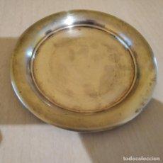 Antigüedades: 2 PLATOS (DE ALPACA O CON BAÑO DE PLATA, NO LO SE) 16,5 CMS. DIAMETRO Y 155 GRAMOS DE PESO CADA UNO. Lote 218916493
