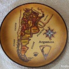 Antigüedades: PLATO EN PIEL ARGENTINA PARA COLGAR. Lote 218955987