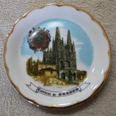 Antigüedades: PLATO CERAMICA CATEDRAL DE BURGOS RIBETE DORADO. Lote 218956541
