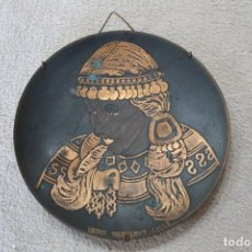 Antigüedades: PLATO METAL INDIA ARAUCANA CHILE PARA COLGAR. Lote 218958375