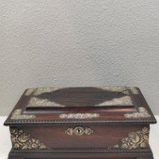 Antigüedades: ESPECTACULAR Y ANTIGUA CAJA JOYERO DE MADERA PALOS SANTO Y PLATA. IMPECABLE.. Lote 218969640