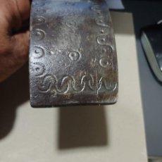 Antigüedades: ARRIMADERO SUJETA PUCHEROS CON INICIALES. Lote 219033661