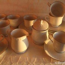 Antigüedades: ANTIGUO JUEGO DE CAFE PORCELANA TALLADO FILO DE PLATA. 8 SERVICIOS. AÑOS 70. SELLADO. Lote 219035325