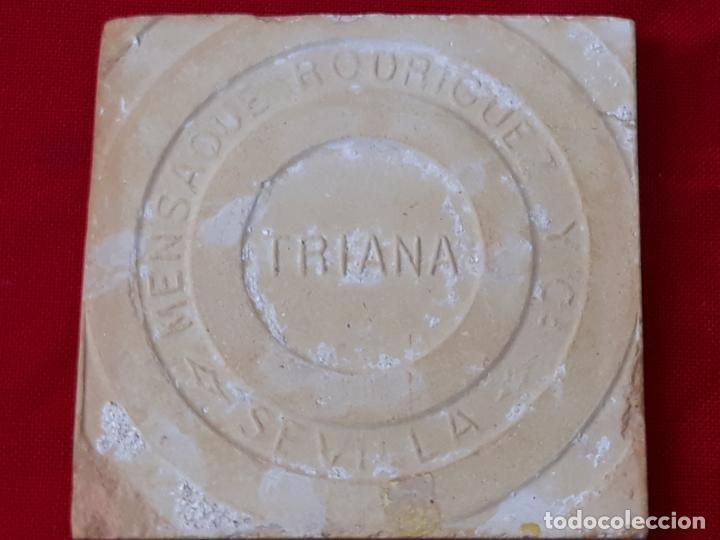 Antigüedades: AZULEJO: 14 X 13,5 X 1,2 CMS. ANTIGUO DE MENSAQUE - TRIANA / SEVILLA - ARISTA - LEON RAMPANTE. - Foto 4 - 219078661