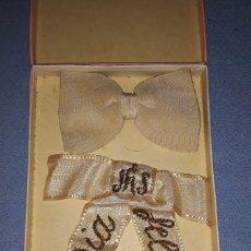 Antigüedades: ESTUCHE DE COMUNION CON PAJARITA Y CINTA BORDADA AÑOS 60. Lote 219086623