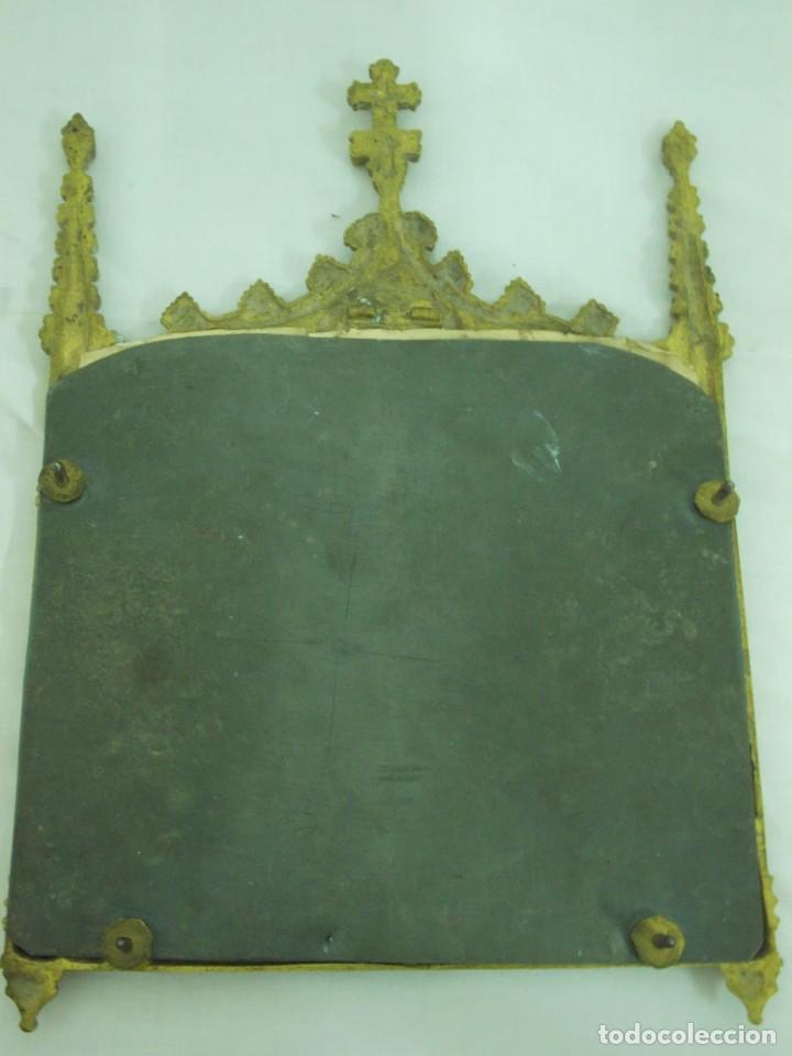 Antigüedades: ANTIGUO MARCO DE BRONCE PARA SACRAS DE ESTILO NEOGOTICO CON GRABADO ILUMINADO - Foto 2 - 219149597
