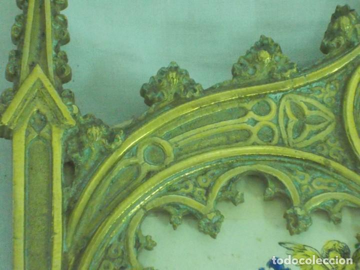 Antigüedades: ANTIGUO MARCO DE BRONCE PARA SACRAS DE ESTILO NEOGOTICO CON GRABADO ILUMINADO - Foto 9 - 219149597