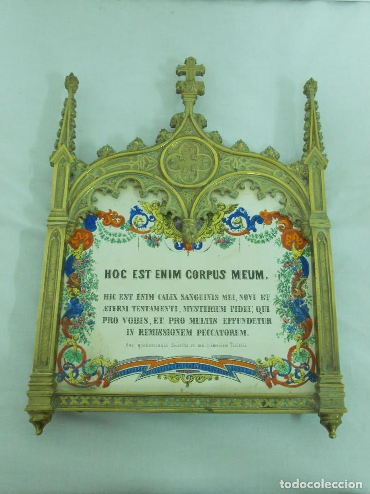 ANTIGUO MARCO DE BRONCE PARA SACRAS DE ESTILO NEOGOTICO CON GRABADO ILUMINADO (Antigüedades - Religiosas - Ornamentos Antiguos)