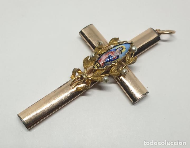 MARAVILLOSA CRUZ EN ORO BAJO Y ESMALTE Y PERLITAS,S. XIX (Antigüedades - Religiosas - Cruces Antiguas)