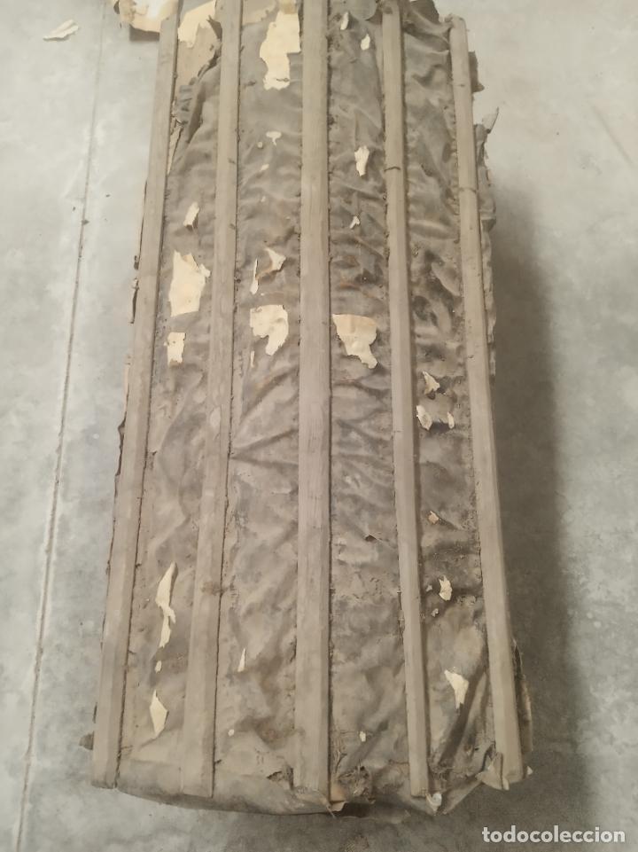 Antigüedades: Antiguo baúl en madera y piel lleno de correajes de cuero o piel. Siglo XVIII. - Foto 4 - 219216937