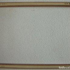 Antigüedades: MARCO DE MADERA PAN DE ORO Y LA PINTURA DECORADA A MANO ES DE LA CASA AUROMARC MARCOS ARTESANOS. Lote 219225265
