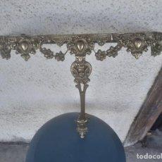 Antigüedades: REPISA EN METAL DORADO. Lote 219233116