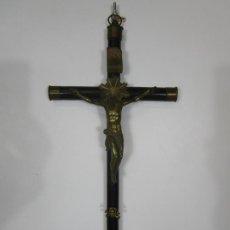 Antigüedades: CRUCIFIJO - CRISTO A LA CRUZ - BRONCE CINCELADO - CRUZ EN MADERA DE ÉBANO - ALTURA 40 - S. XVIII. Lote 219246796