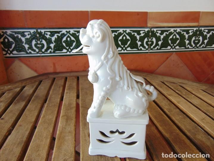 Antigüedades: PERRO, LEON,DRAGON, FO FOO FU EN CERÁMICA ESMALTADA EN BLANCO - Foto 6 - 219263256