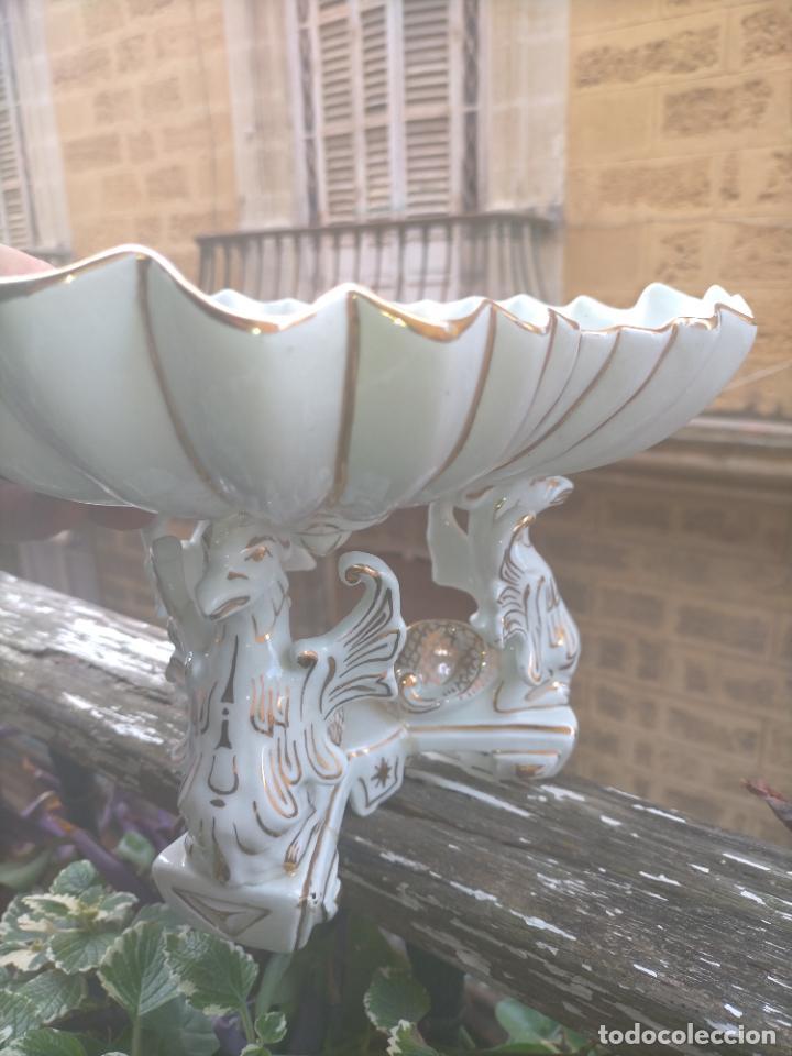 Antigüedades: ceramica baño filos oro , centro de mesa frutero, para reparar patas pegadas 27 x 18,2 - Foto 4 - 219313695
