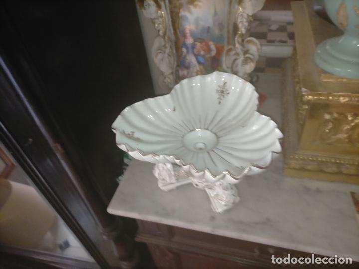 Antigüedades: ceramica baño filos oro , centro de mesa frutero, para reparar patas pegadas 27 x 18,2 - Foto 6 - 219313695