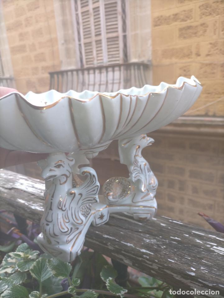 Antigüedades: ceramica baño filos oro , centro de mesa frutero, para reparar patas pegadas 27 x 18,2 - Foto 24 - 219313695