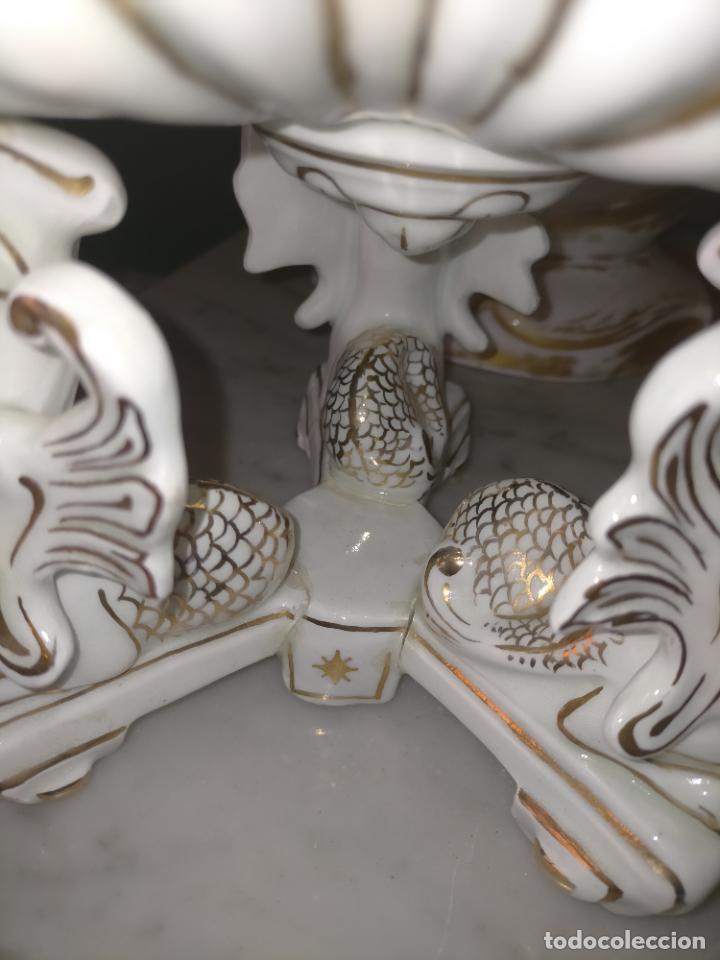 Antigüedades: ceramica baño filos oro , centro de mesa frutero, para reparar patas pegadas 27 x 18,2 - Foto 28 - 219313695