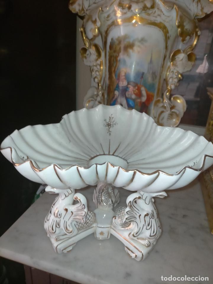 Antigüedades: ceramica baño filos oro , centro de mesa frutero, para reparar patas pegadas 27 x 18,2 - Foto 29 - 219313695