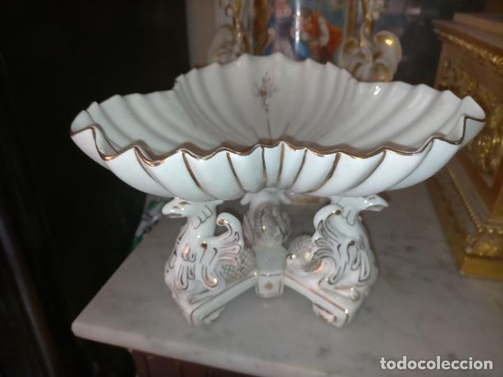 Antigüedades: ceramica baño filos oro , centro de mesa frutero, para reparar patas pegadas 27 x 18,2 - Foto 30 - 219313695