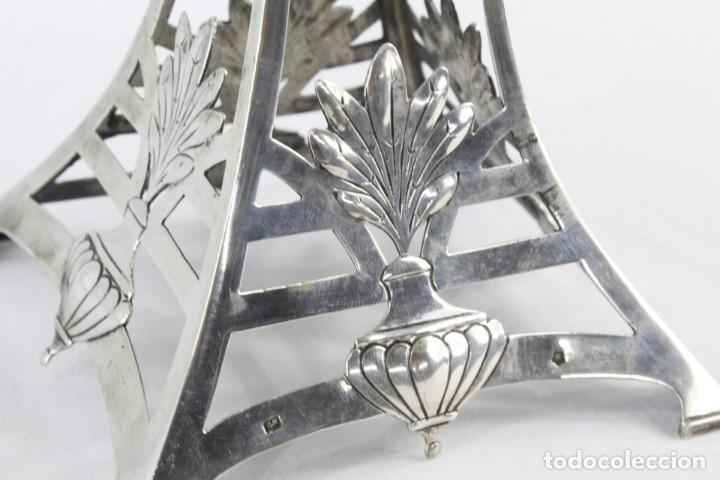 Antigüedades: Frutero Art Nouveau. Plata y cristal - Fruit centerpiece. Silver, iridescent glass - Austria ca 1900 - Foto 9 - 219316268