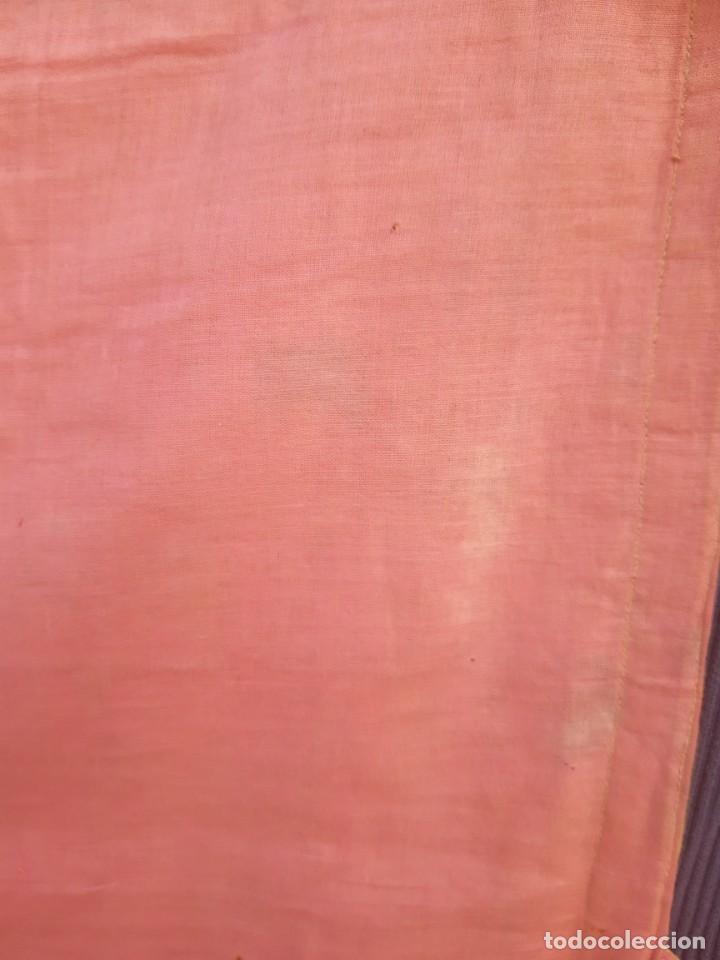 Antigüedades: Capa pluvial, con capillo y broche metalico, en seda adamascada hacia 1900 o anterior. - Foto 3 - 219328548