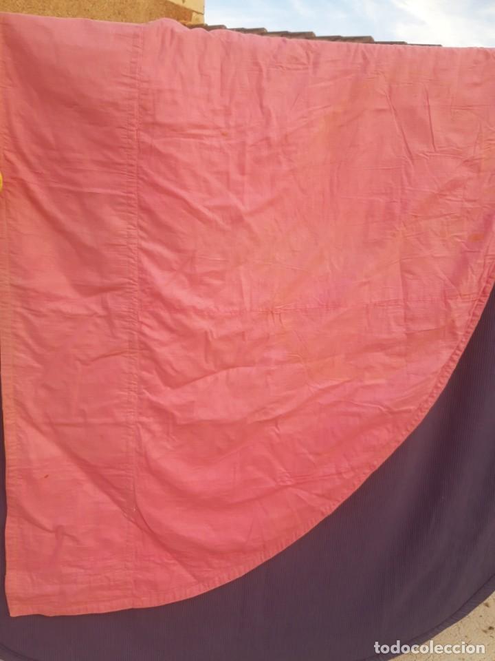 Antigüedades: Capa pluvial, con capillo y broche metalico, en seda adamascada hacia 1900 o anterior. - Foto 5 - 219328548