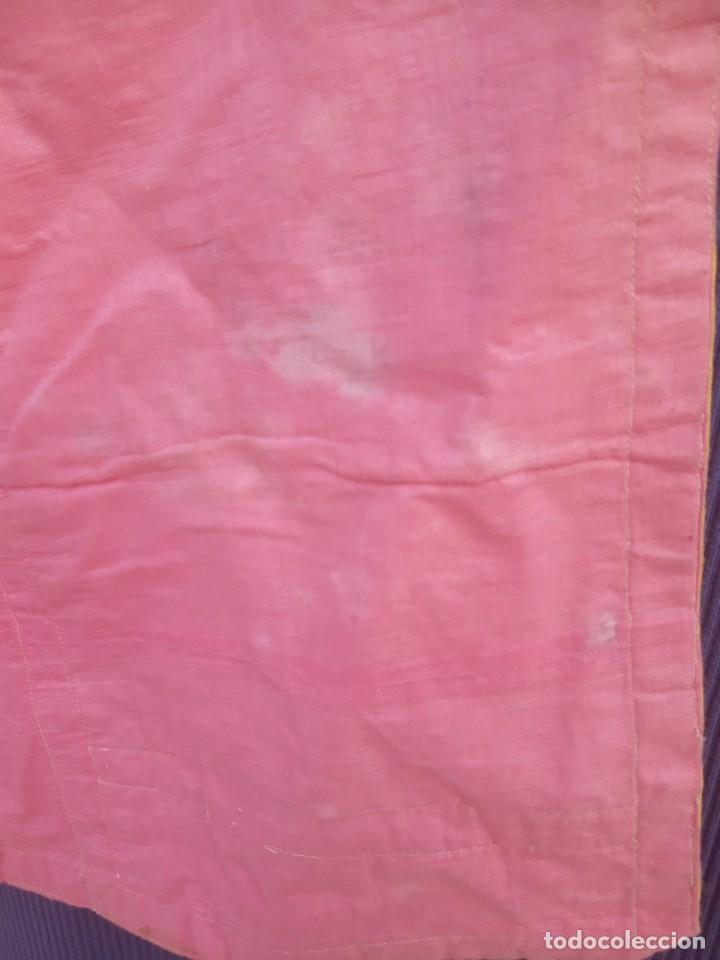 Antigüedades: Capa pluvial, con capillo y broche metalico, en seda adamascada hacia 1900 o anterior. - Foto 6 - 219328548