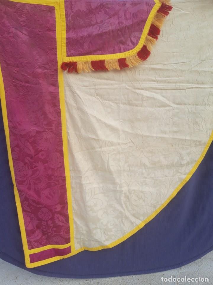 Antigüedades: Capa pluvial, con capillo y broche metalico, en seda adamascada hacia 1900 o anterior. - Foto 7 - 219328548