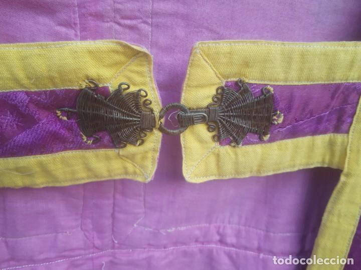 Antigüedades: Capa pluvial, con capillo y broche metalico, en seda adamascada hacia 1900 o anterior. - Foto 14 - 219328548