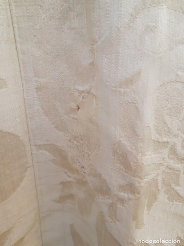 Antigüedades: Capa pluvial, con capillo y broche metalico, en seda adamascada hacia 1900 o anterior. - Foto 16 - 219328548