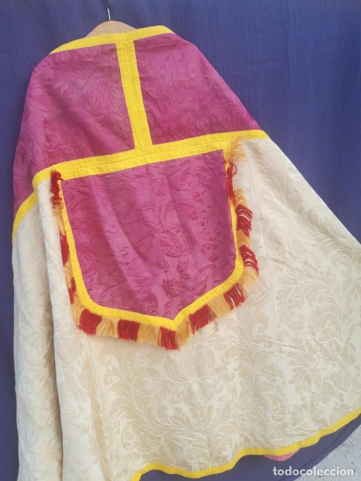 Antigüedades: Capa pluvial, con capillo y broche metalico, en seda adamascada hacia 1900 o anterior. - Foto 17 - 219328548