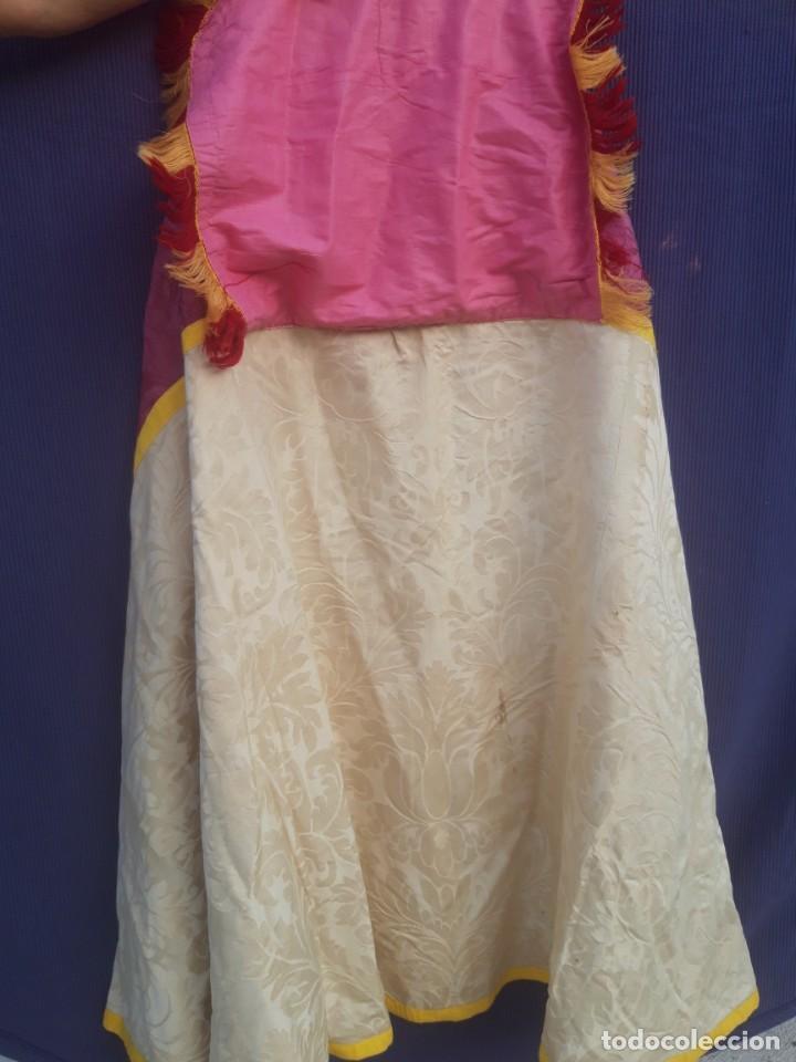 Antigüedades: Capa pluvial, con capillo y broche metalico, en seda adamascada hacia 1900 o anterior. - Foto 18 - 219328548