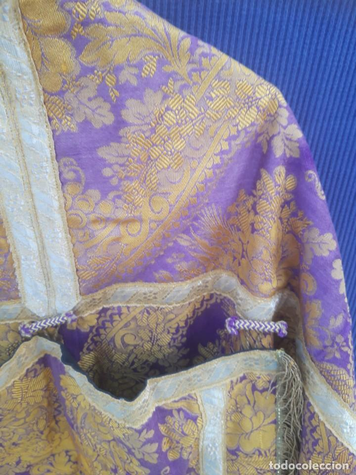 Antigüedades: Capa plubial, con capillo y broche metalico, en seda adamascada hacia 1900 o anterior. - Foto 3 - 219328810