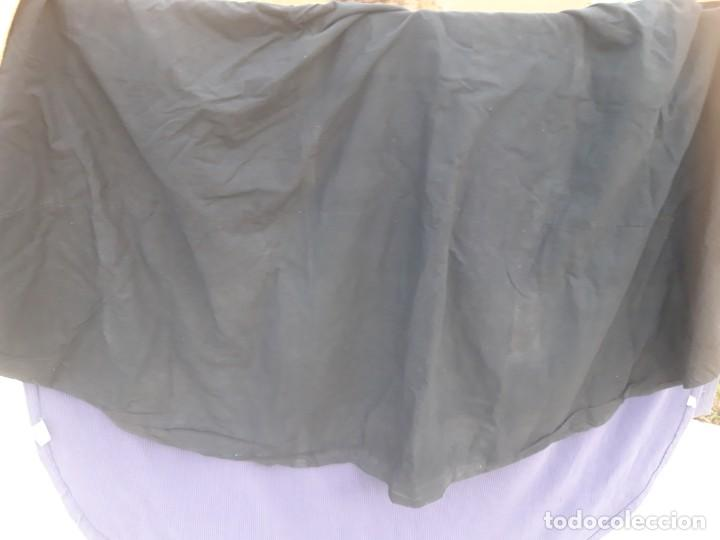 Antigüedades: Capa plubial, con capillo y broche metalico, en seda adamascada hacia 1900 o anterior. - Foto 4 - 219328810