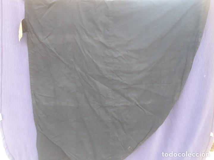 Antigüedades: Capa plubial, con capillo y broche metalico, en seda adamascada hacia 1900 o anterior. - Foto 9 - 219328810
