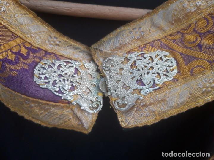 Antigüedades: Capa plubial, con capillo y broche metalico, en seda adamascada hacia 1900 o anterior. - Foto 10 - 219328810