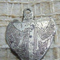 Antigüedades: COLGANTE DE PLATA, POSIBLEMENTE MEDIEVAL, PLATA CINCELADA, INRI, CURIOSO. Lote 219350208