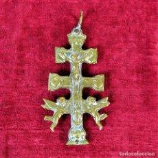 Antigüedades: CRUZ DE CARAVACA, BRONCE. ESPAÑA. SIGLO XIX. Lote 219398690