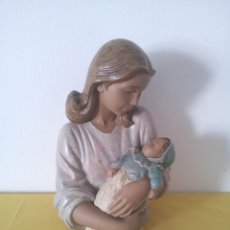 Antigüedades: BUSTO MADRE CON BEBE - NAO, HAND MADE IN SPAIN BY LLADRO - DAISA 1993. Lote 219404900