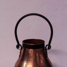 Antigüedades: ANTIGUO CALDERO DE COBRE CON ASA DE HIERRO. Lote 219407088