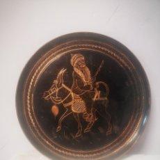 Antigüedades: ANTIGUO PLATO ORIENTAL DECORADO A MANO, PRECIOSA IMAGEN 34CM DE DIAMETRO. Lote 219417201