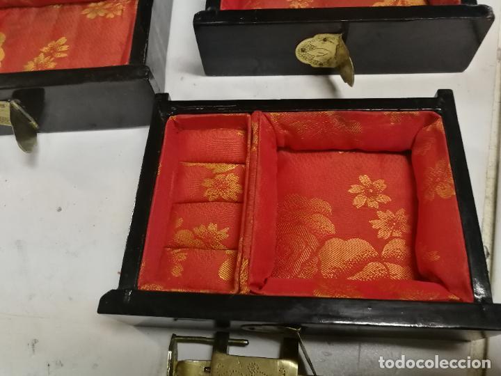 Antigüedades: PRECIOSO JOYERO CHINO LACADO CON INCRUSTACIONES DE MADREPERLA HERRAJES EN BRONCE CON SU CANDADO - Foto 18 - 219448853