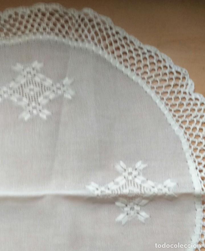 Antigüedades: Tp 40 Tapete redondo hilo blanco - Artesanal , ganchillo - 42/43cm diámetro - Combina Tp 32, 33, 34 - Foto 2 - 219483992