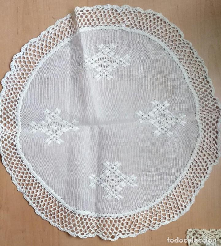 Antigüedades: Tp 40 Tapete redondo hilo blanco - Artesanal , ganchillo - 42/43cm diámetro - Combina Tp 32, 33, 34 - Foto 3 - 219483992