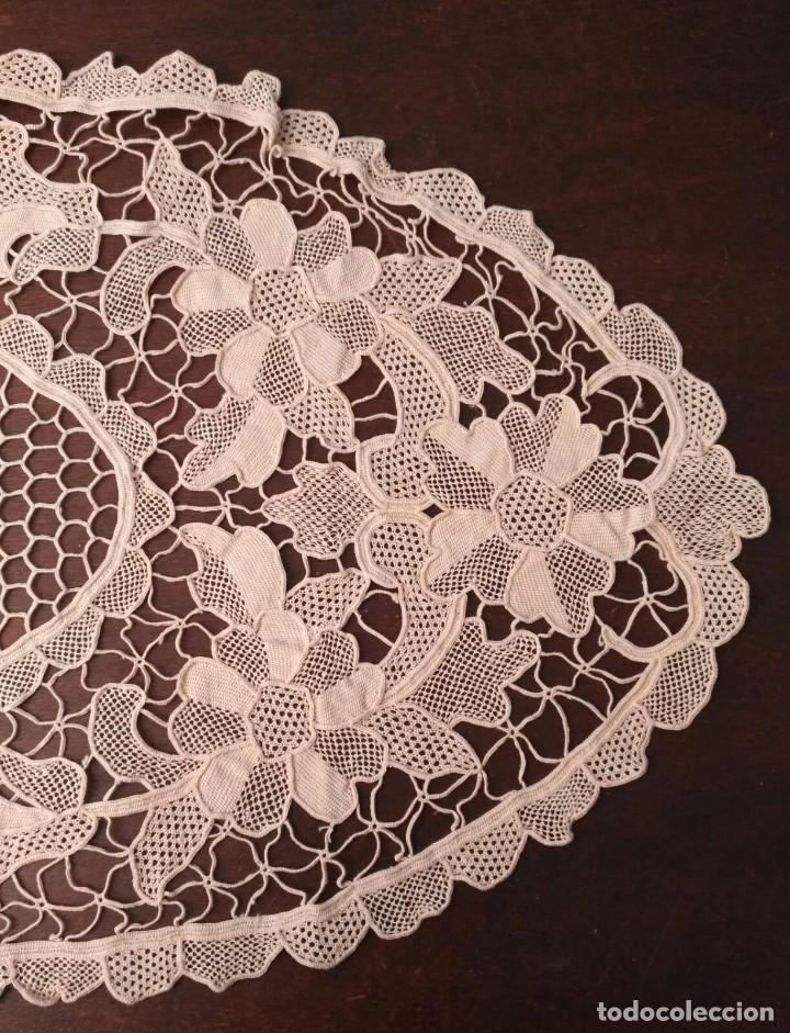 Antigüedades: Tp 41 Tapete blonda alargado beige - Largo 82cm x ancho 32cm - Buen y bonito trabajo - Foto 3 - 219522826