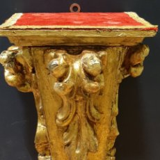 Antigüedades: MÉNSULA, PEANA DE MADERA TALLADA Y DORADA, SIGLO XVIII.. Lote 219523475