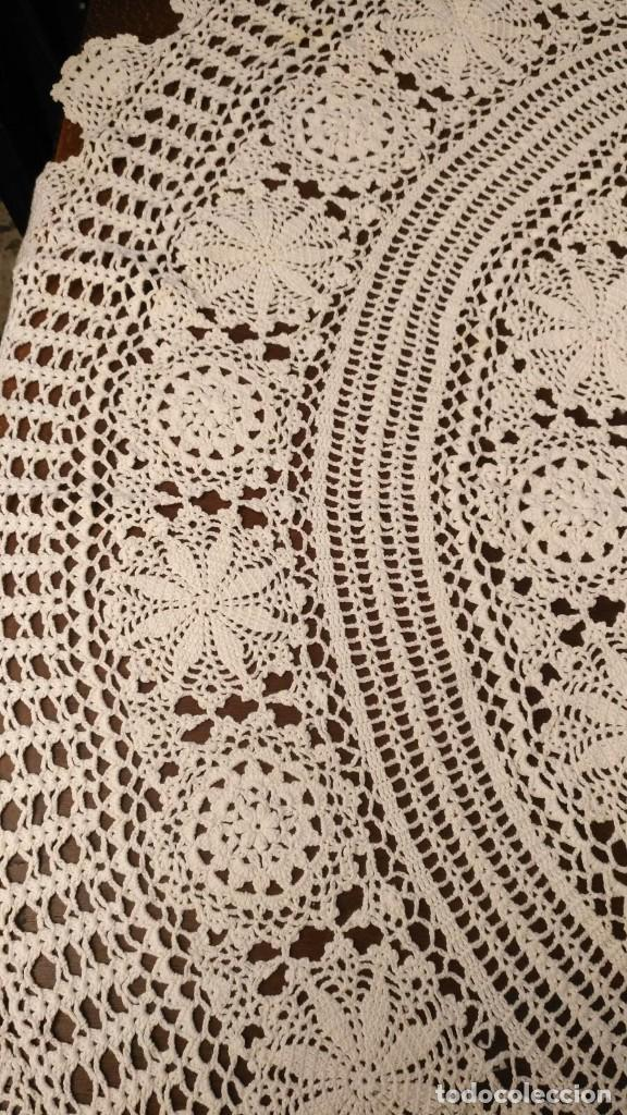 Antigüedades: Tp 43 Gran tapete redondo blanco hecho a ganchillo - Diámetro 115cm - Buen y bonito trabajo - Foto 3 - 219526797