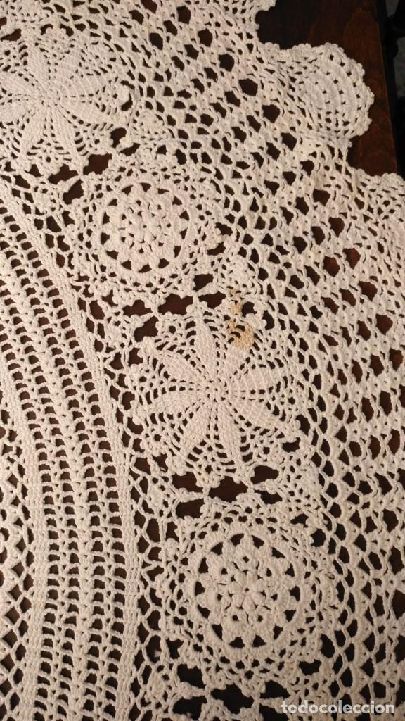 Antigüedades: Tp 43 Gran tapete redondo blanco hecho a ganchillo - Diámetro 115cm - Buen y bonito trabajo - Foto 4 - 219526797